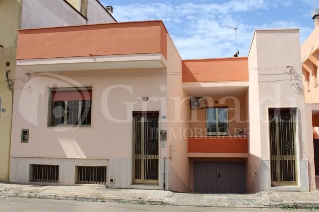 Villa in Vendita a Sannicola Centro: 5 locali, 213 mq