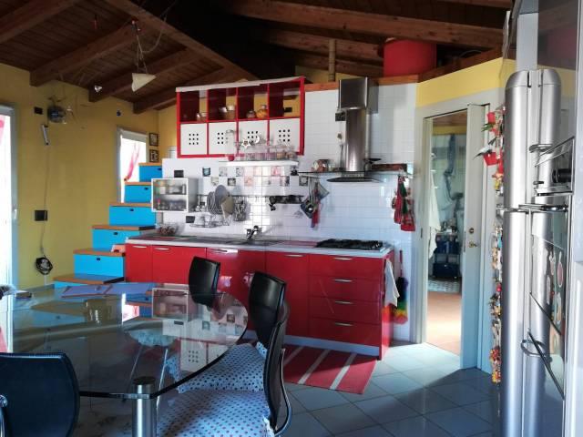 Appartamento in buone condizioni arredato in vendita Rif. 6139808