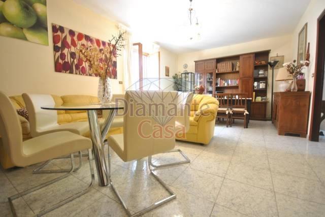 Appartamento in buone condizioni in vendita Rif. 6138584