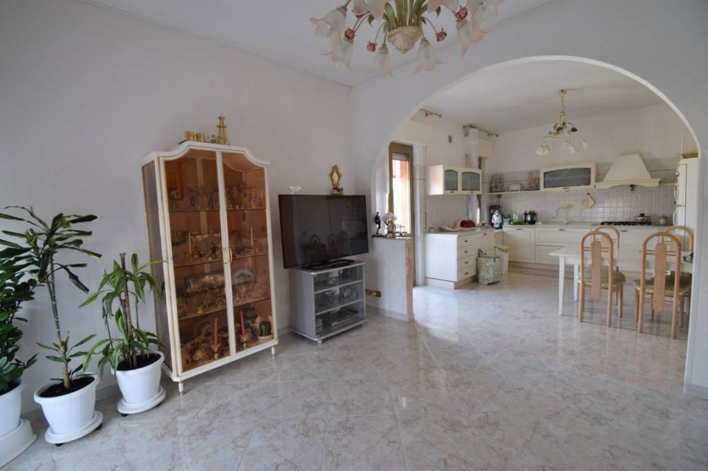 Appartamento in ottime condizioni in vendita Rif. 6139070