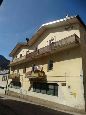 Appartamento in buone condizioni parzialmente arredato in vendita Rif. 5823379