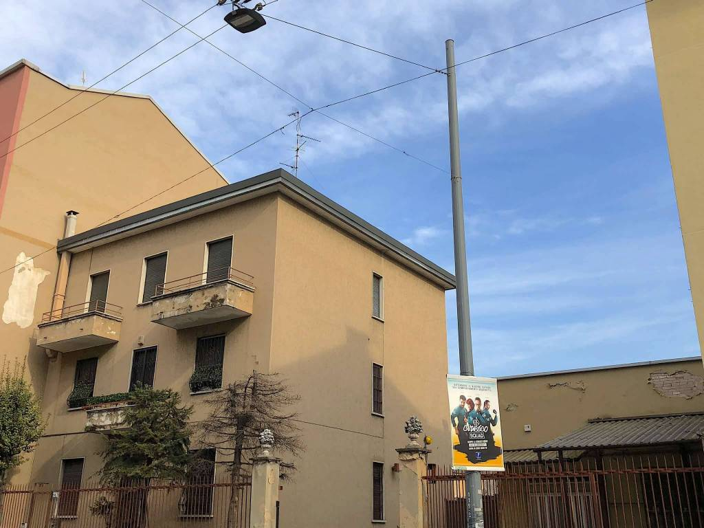Negozio-locale in Vendita a Milano 20 Bicocca / Crescenzago / Cimiano: 5 locali, 895 mq