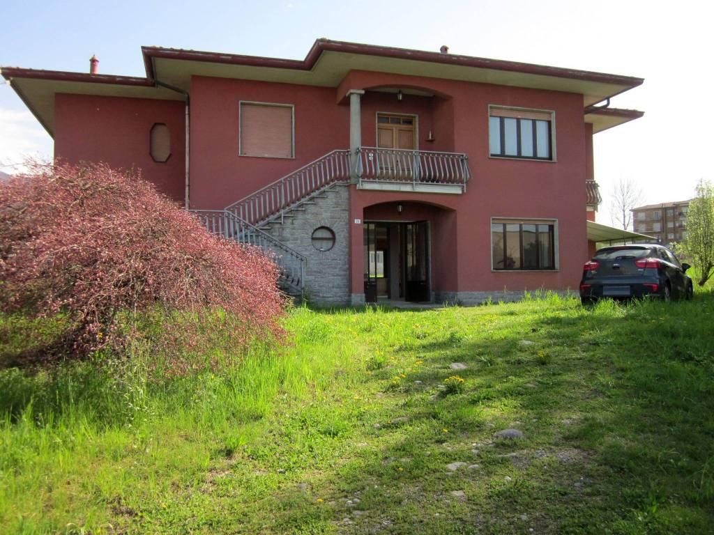 Villa in vendita a Gavirate, 6 locali, prezzo € 250.000 | CambioCasa.it