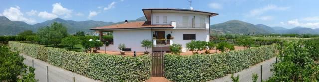Villa in vendita a Fondi, 6 locali, Trattative riservate | CambioCasa.it