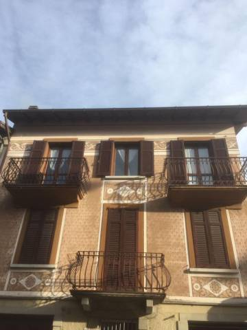 Appartamento in buone condizioni arredato in vendita Rif. 6170254