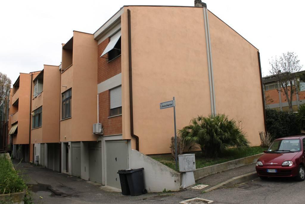 Appartamento in buone condizioni in vendita Rif. 8369482