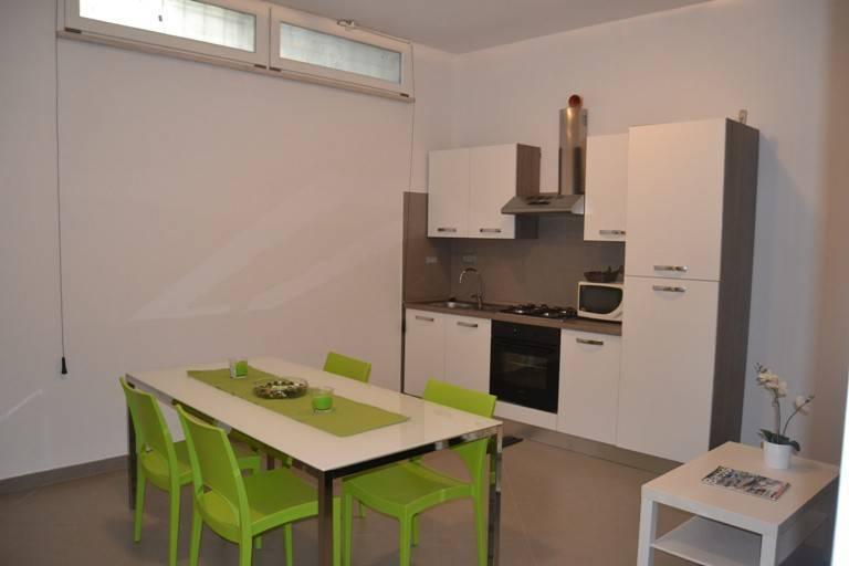Appartamento parzialmente arredato in affitto Rif. 9052285