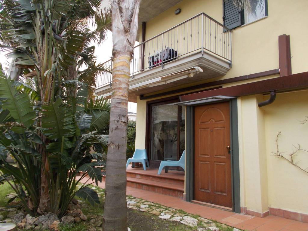 Villa in buone condizioni in vendita Rif. 6205250