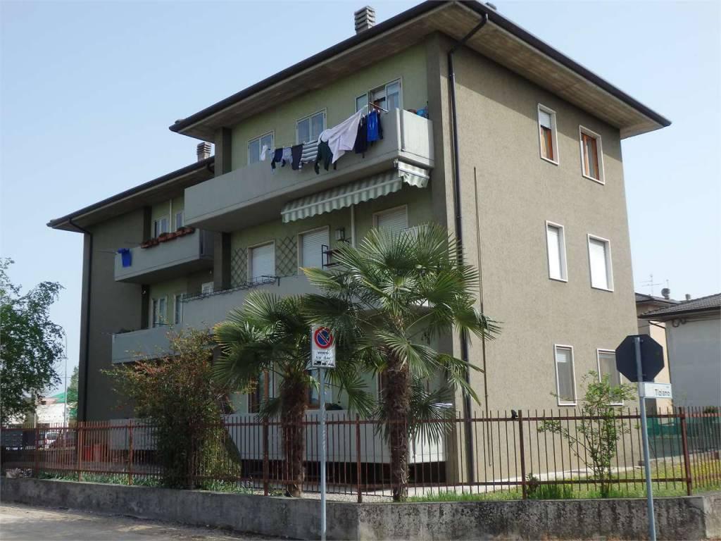 Appartamento in buone condizioni in vendita Rif. 7796298