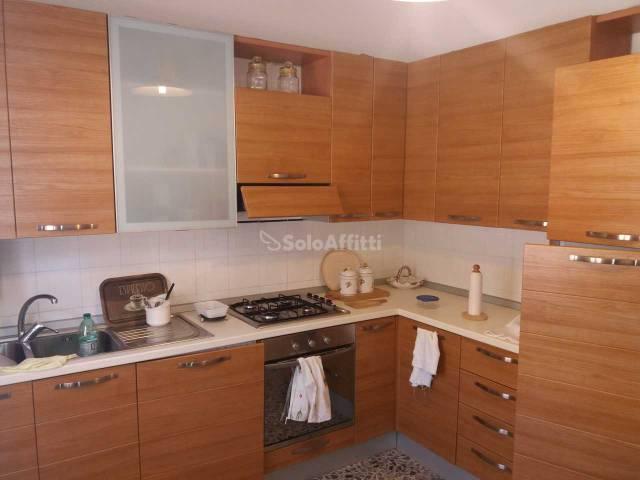 Appartamento in buone condizioni arredato in affitto Rif. 6215098