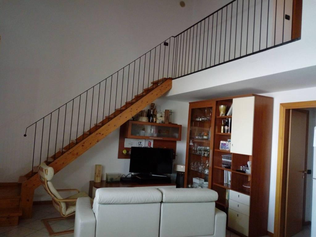 Appartamento in buone condizioni in vendita Rif. 8353619