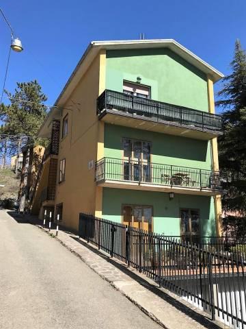 Appartamento in buone condizioni parzialmente arredato in vendita Rif. 6174179