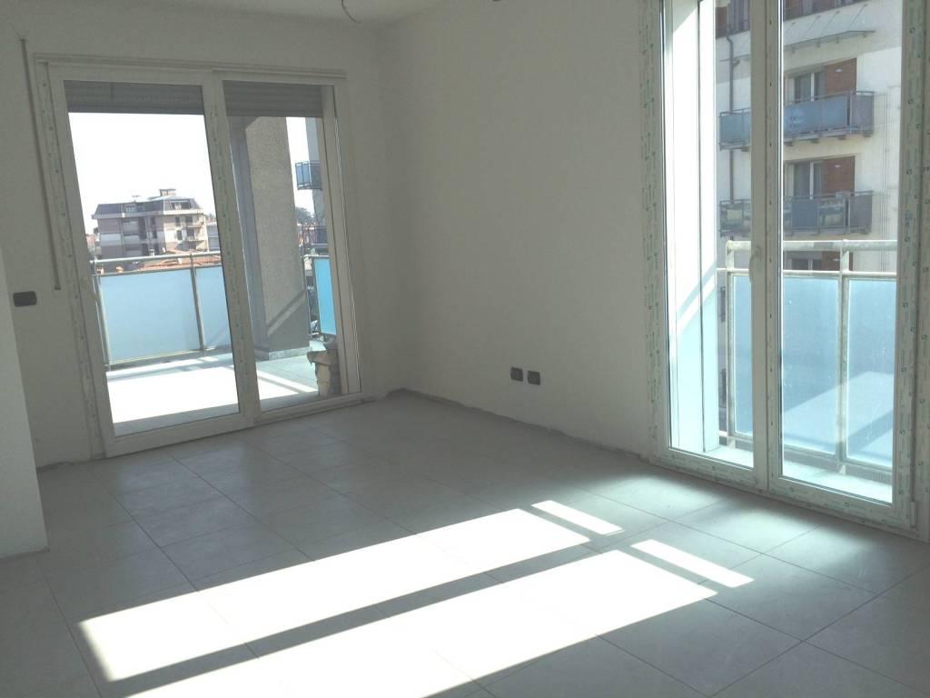 Appartamento in buone condizioni in vendita Rif. 8910579