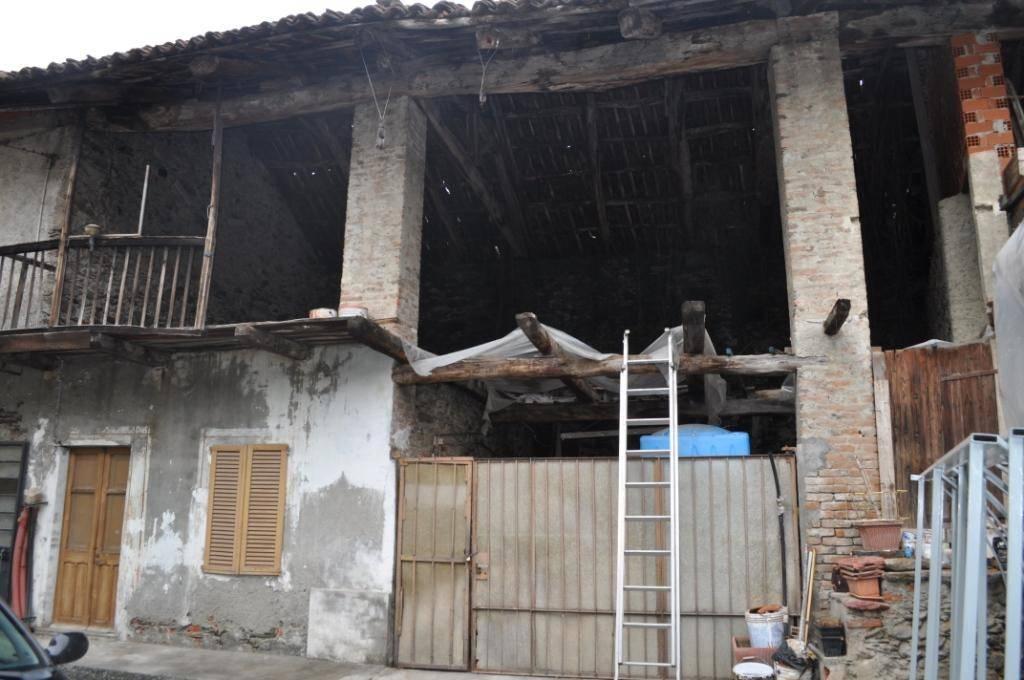 Rustico / Casale da ristrutturare in vendita Rif. 8691903