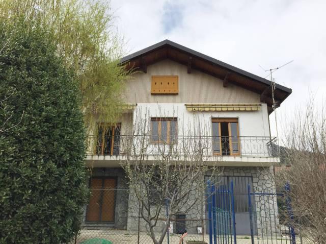 Villa in Vendita a Piossasco Centro: 5 locali, 305 mq