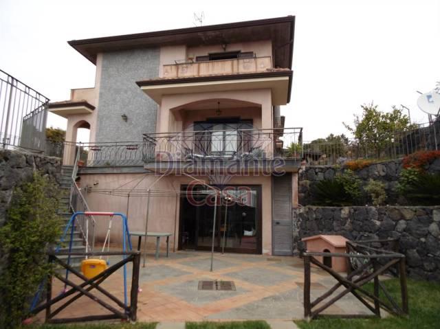 Villa in Vendita a Pedara Centro: 5 locali, 190 mq