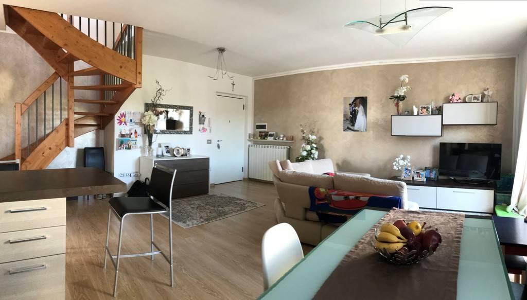 Appartamento in ottime condizioni in vendita Rif. 6174092