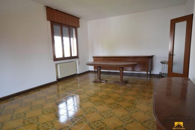 Appartamento in buone condizioni parzialmente arredato in affitto Rif. 6174192