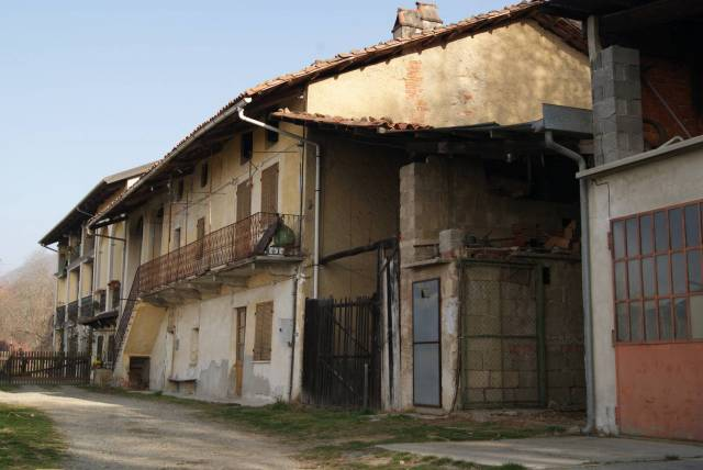 Casa indipendente in Vendita a Bollengo: 4 locali, 334 mq