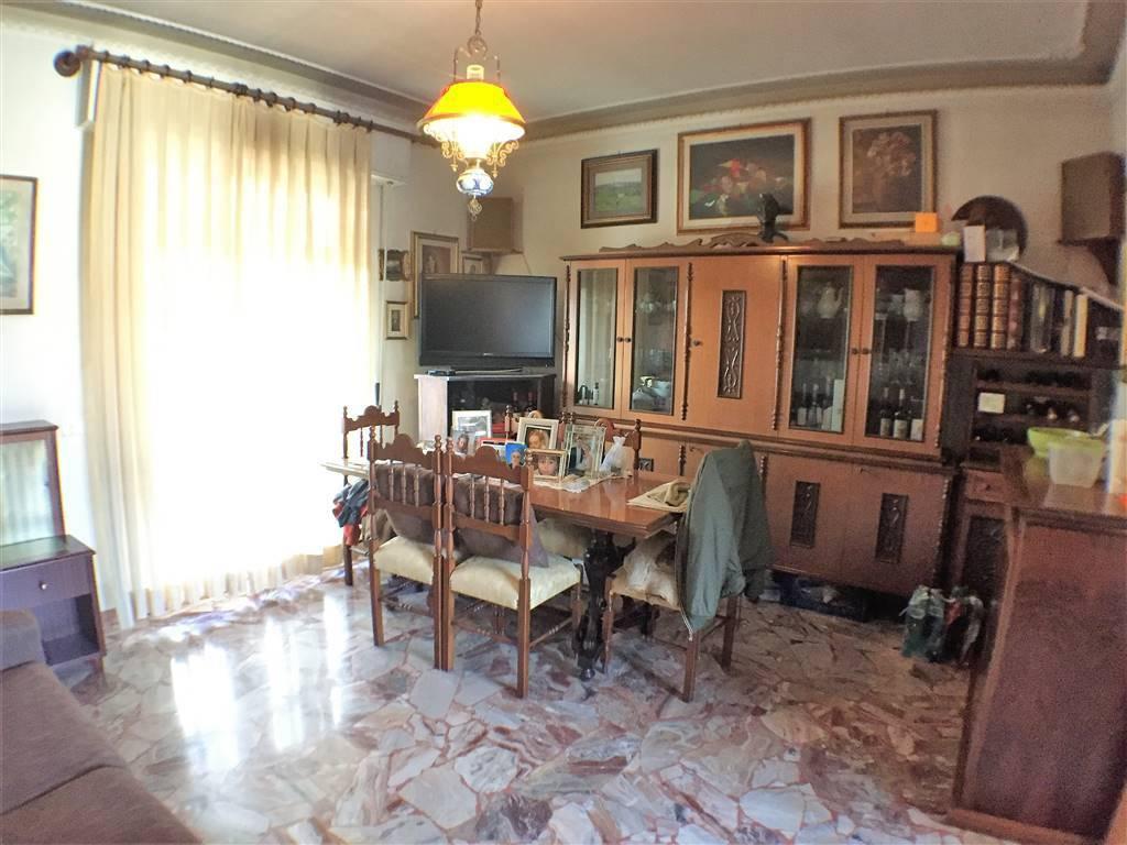 Appartamento in buone condizioni in vendita Rif. 9243244