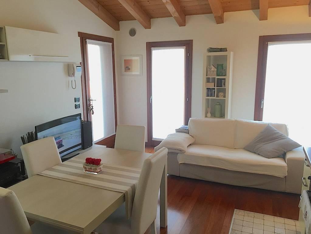 Appartamento in buone condizioni arredato in vendita Rif. 6213187