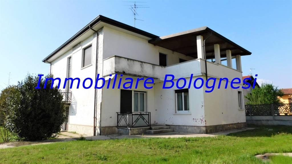 Villa in vendita a Ferno, 4 locali, prezzo € 248.000 | CambioCasa.it