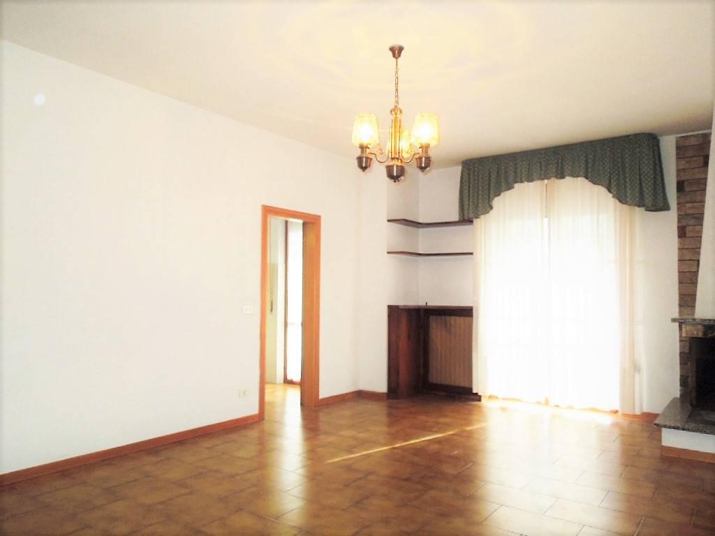Appartamento in buone condizioni in vendita Rif. 6006199