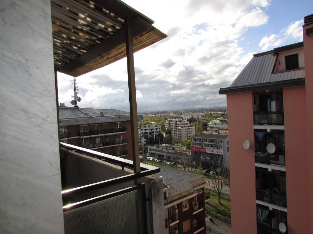 Appartamento in buone condizioni arredato in vendita Rif. 7345485