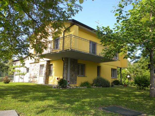 Villa in Vendita a Brescello: 5 locali, 250 mq