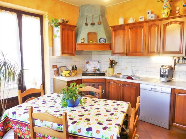 Villa in vendita a Bernezzo, 6 locali, prezzo € 370.000 | CambioCasa.it