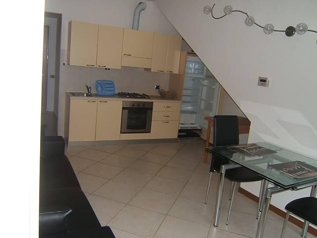 Appartamento in buone condizioni arredato in affitto Rif. 6211194