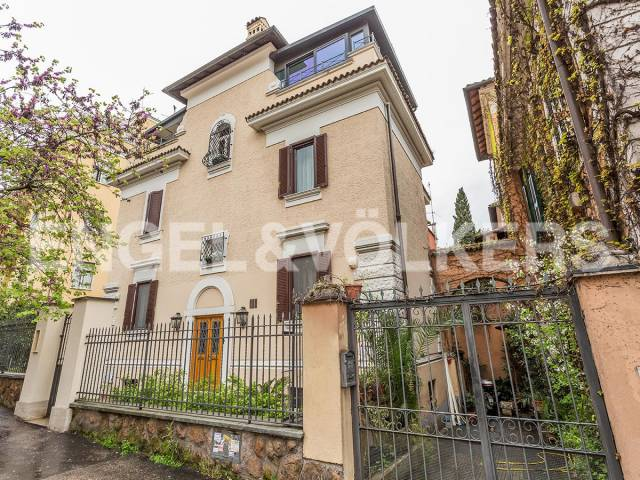 Casa indipendente in vendita a roma via cimone trovocasa for Case in vendita roma