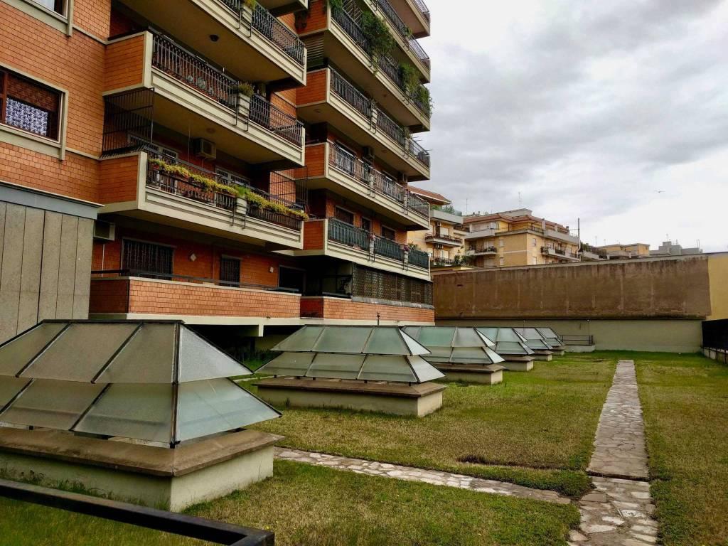 Appartamento in vendita 2 vani 85 mq.  via Nocera Umbra Roma