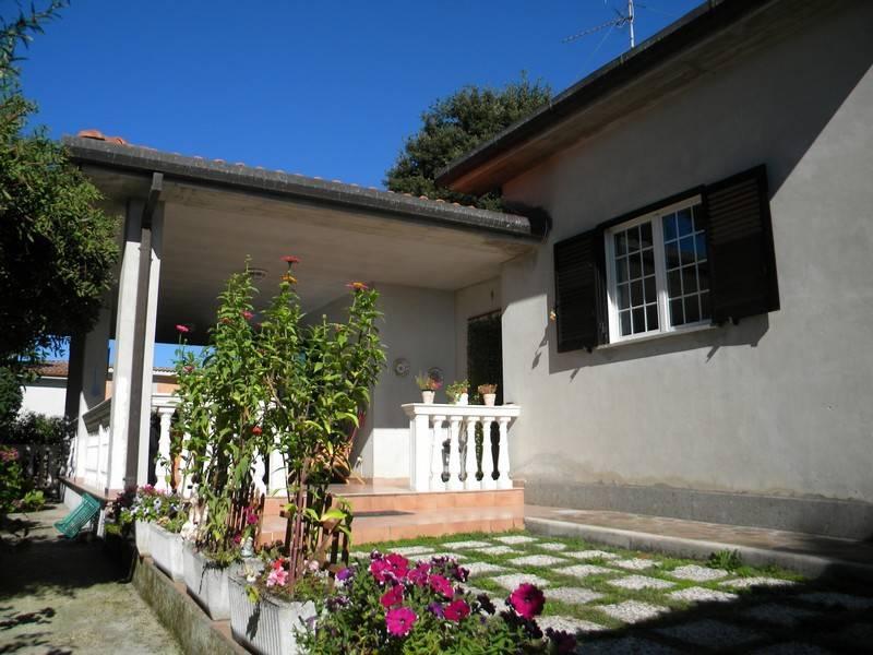 Villa in vendita a Artena, 4 locali, prezzo € 200.000 | CambioCasa.it