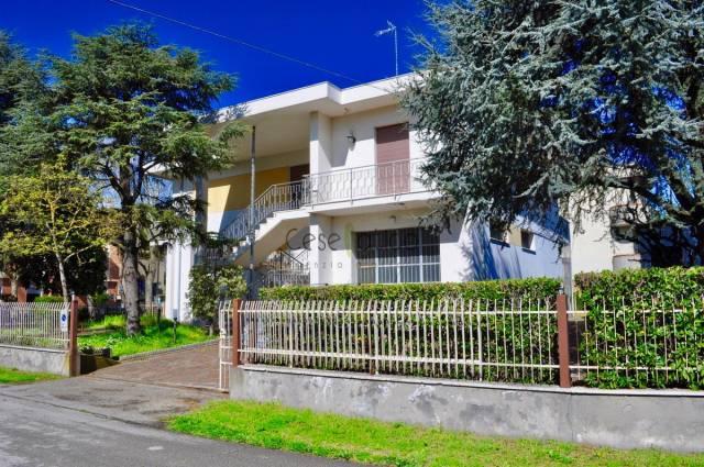Casa indipendente in Vendita a Cesenatico Centro: 5 locali, 350 mq