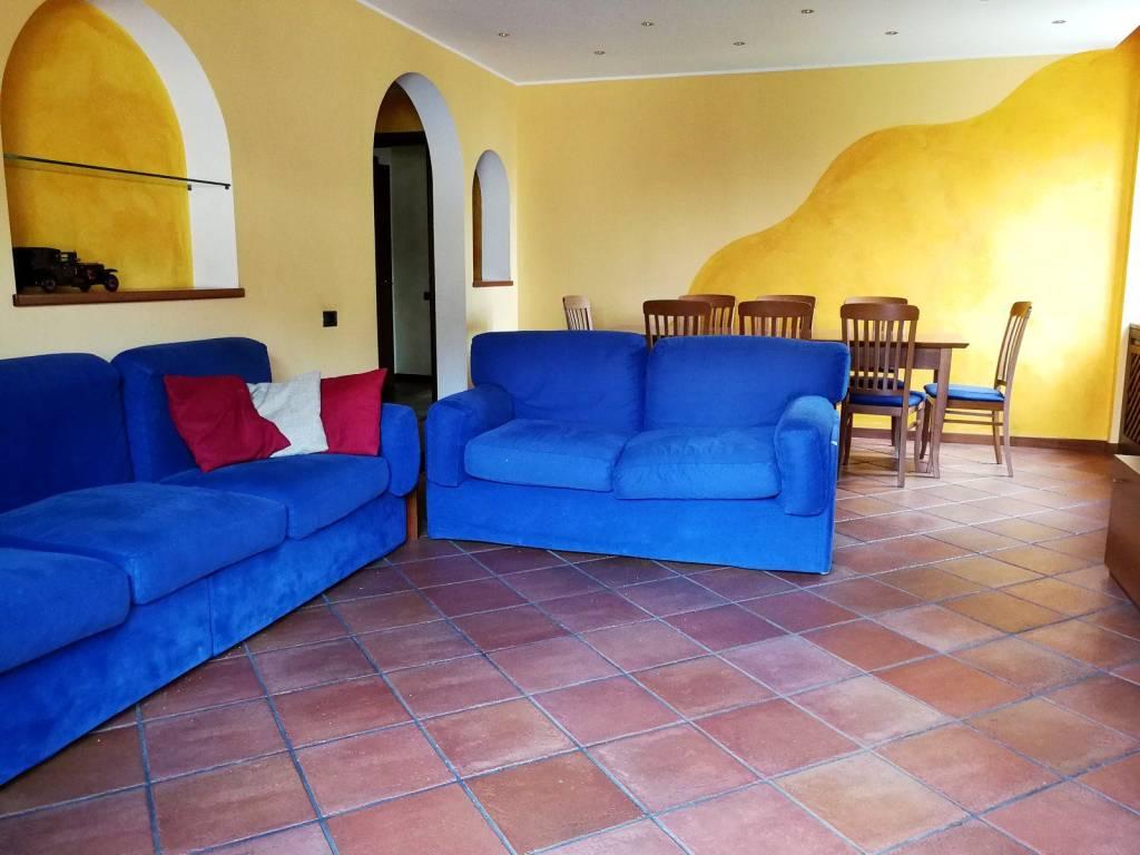 Appartamento in buone condizioni in vendita Rif. 6126747
