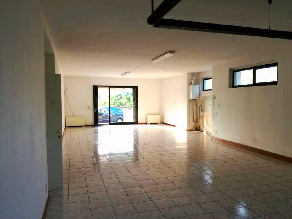 Negozio / Locale in vendita a Marchirolo, 1 locali, Trattative riservate | CambioCasa.it