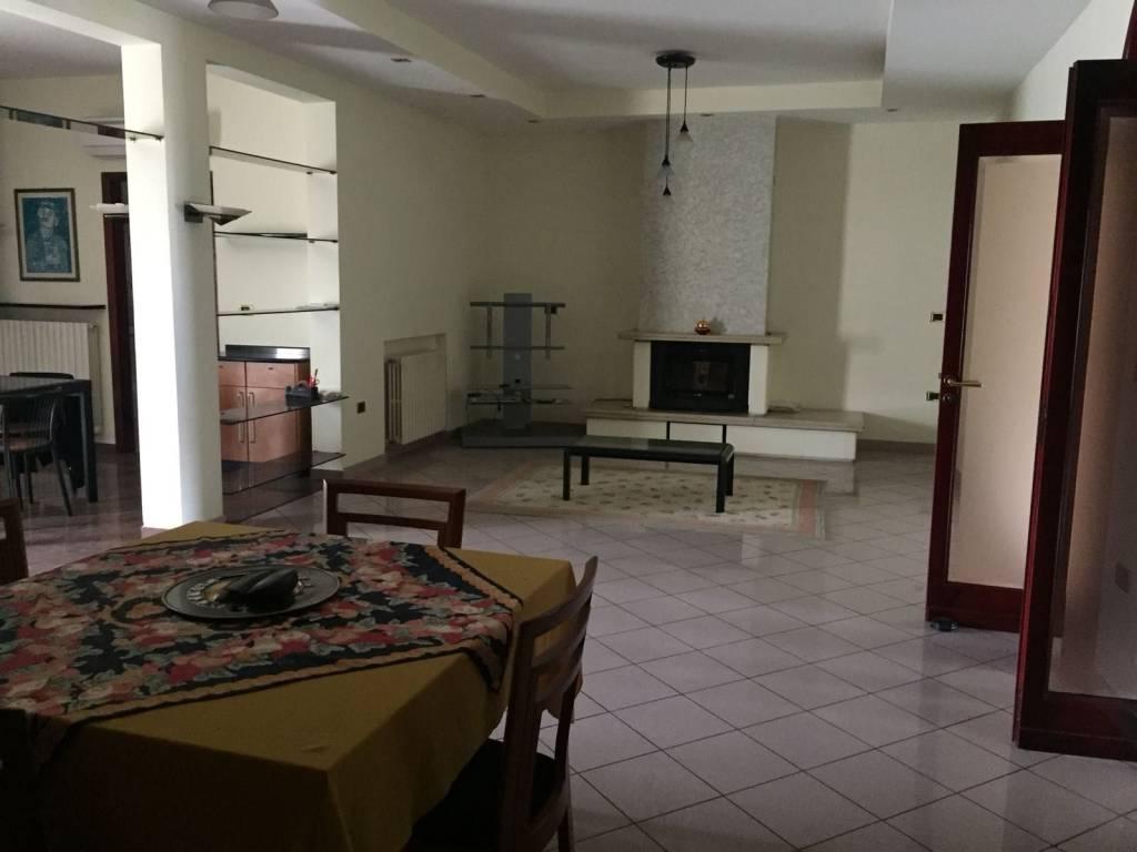 Appartamento in ottime condizioni in vendita Rif. 6212197