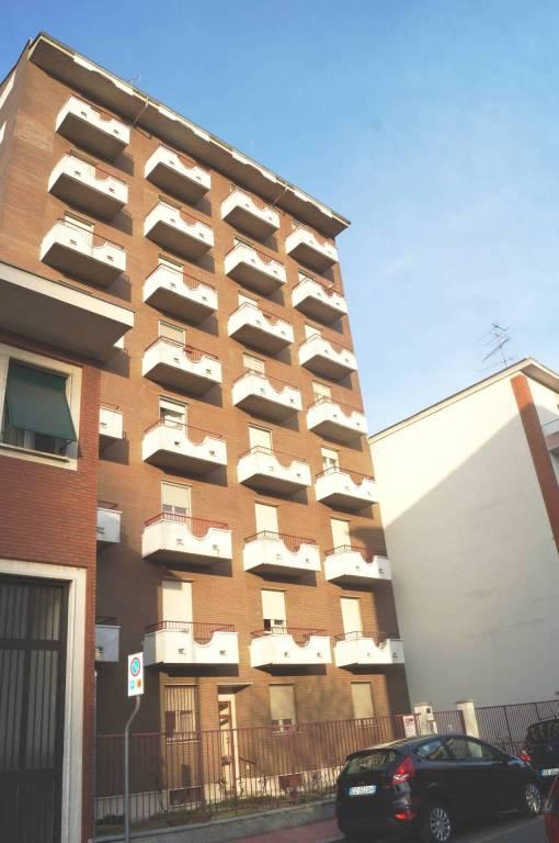 Appartamento in buone condizioni in vendita Rif. 8465388