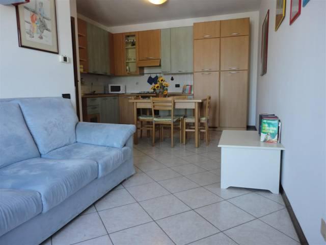 Appartamento in buone condizioni arredato in vendita Rif. 6109321