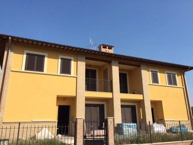 Villa a schiera quadrilocale in vendita a Assisi (PG)