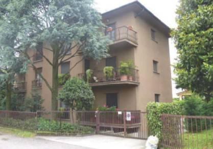 Appartamento in buone condizioni in vendita Rif. 8640438