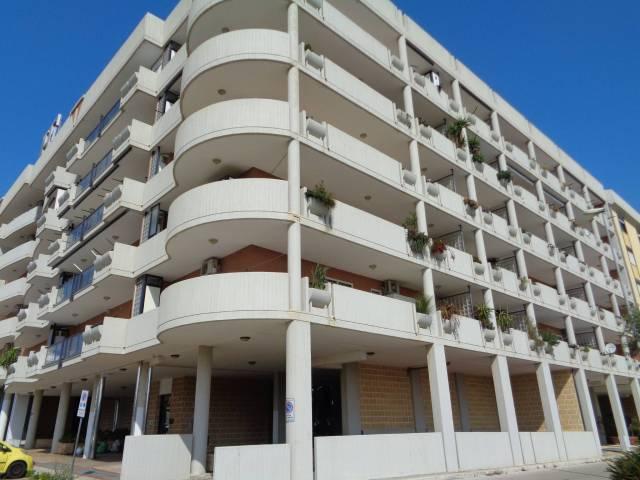 Appartamento in buone condizioni in affitto Rif. 6256498