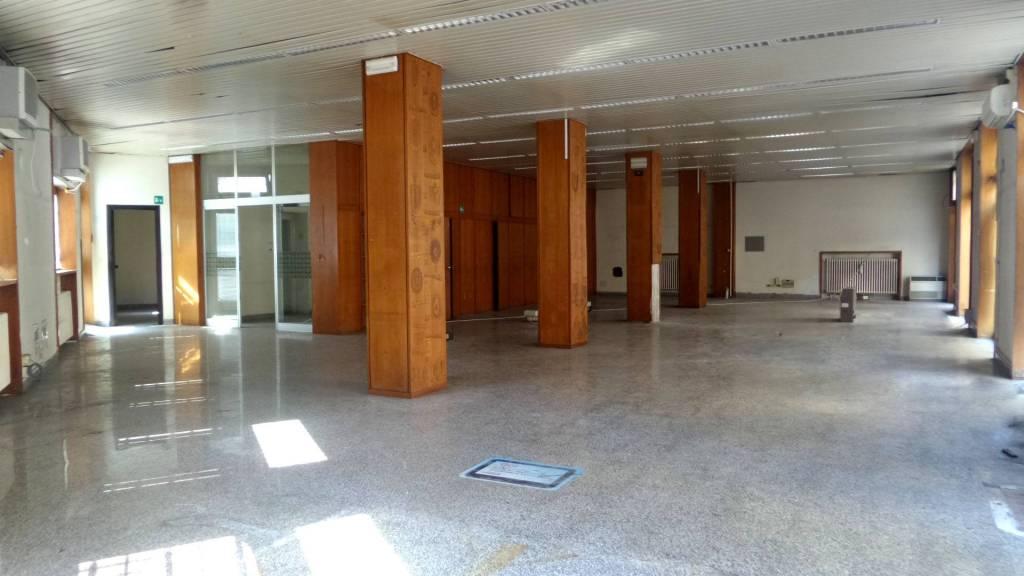 Negozio / Locale in vendita a Imperia, 6 locali, prezzo € 900.000 | PortaleAgenzieImmobiliari.it
