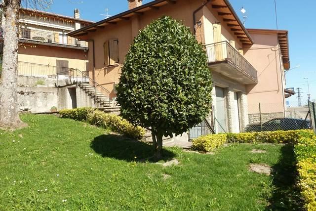 Appartamento in buone condizioni arredato in vendita Rif. 6259955