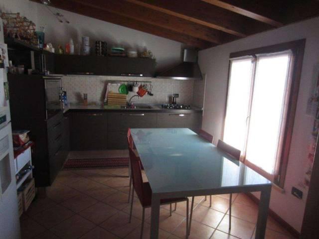 Appartamento in buone condizioni in vendita Rif. 6279293