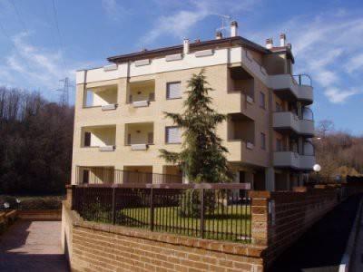 Appartamento in buone condizioni in affitto Rif. 8898010