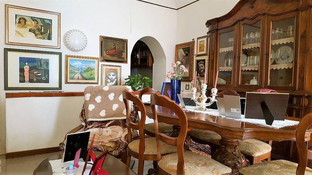 Appartamento in buone condizioni in vendita Rif. 8369694