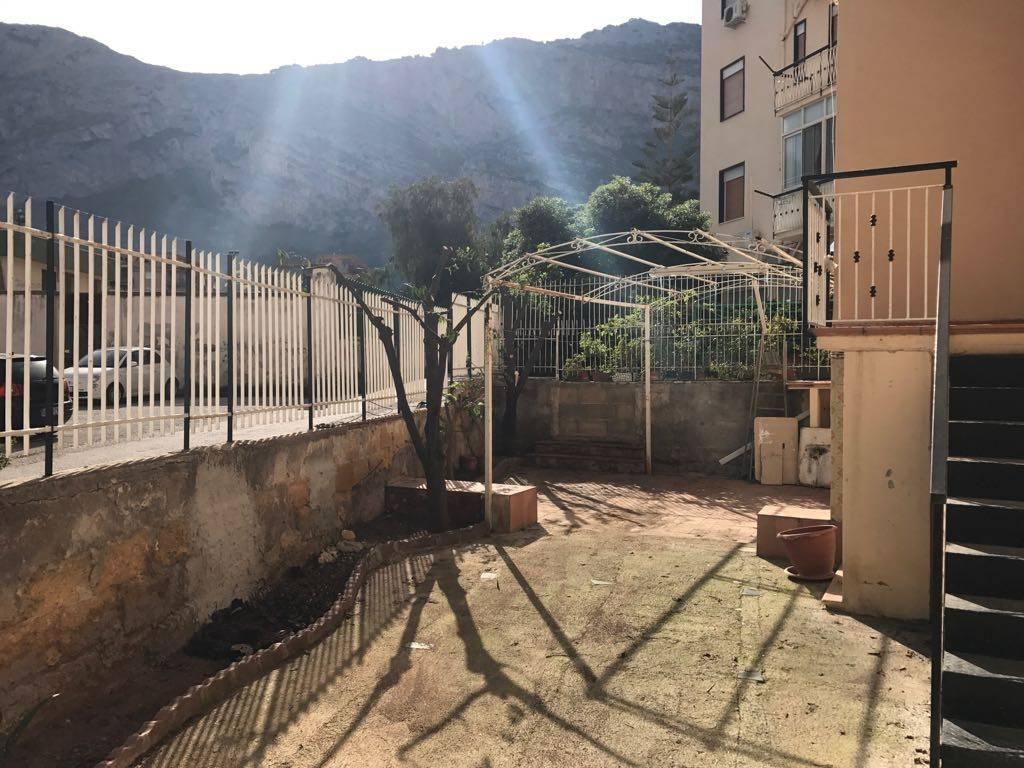 Appartamento in buone condizioni in affitto Rif. 8020845