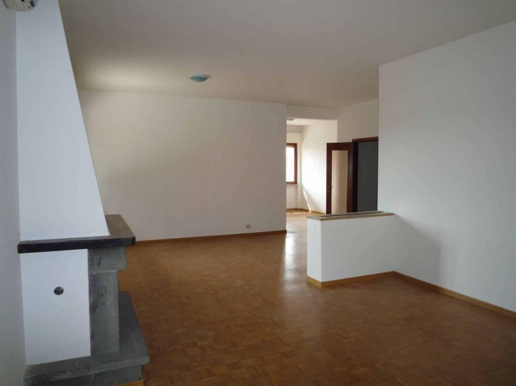 Appartamento in ottime condizioni in affitto Rif. 6277587